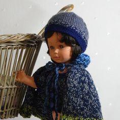 ensemble de 4 vêtements pour poupée 40 - 45 cm : gilet, cape, bonnet et chaussons en laine chinée bleu gris