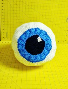 I will probably Never make one - but the science geek in me thinks this is SO stinkin' cool. Crocheted Eyeball Bag