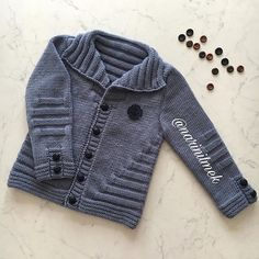 Görüntünün olası içeriği: 1 kişi Source by Baby Boy Knitting Patterns, Baby Sweater Patterns, Baby Cardigan Knitting Pattern, Knit Baby Sweaters, Boys Sweaters, Baby Patterns, Baby Boy Cardigan, Baby Vest, How To Start Knitting