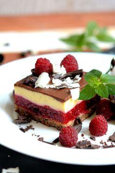 Malina kocke Apple Pie Recipes, Cake Recipes, Dessert Recipes, Sweet Desserts, Sweet Recipes, Rasberry Cake, Torta Recipe, Serbian Recipes, Serbian Food