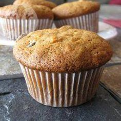 Muffins de banana deliciosos @ allrecipes.com.br - Muffins (bolinhos) de banana podem ser um lanche saudável para as crianças depois da escola. Eles são muito fáceis de fazer e podem ser congelados.