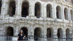 Frente al teatro Marcelo en Roma.