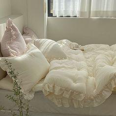 Room Ideas Bedroom, Bedroom Decor, Bedroom Inspo, Decor Room, Pastel Room, Minimalist Room, Pretty Room, Aesthetic Room Decor, Cozy Room