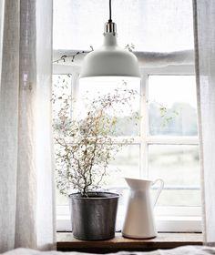 Sanfte Naturfarben für Textilien und an deinen Wänden sorgen für entspannte Harmonie.  - IKEA