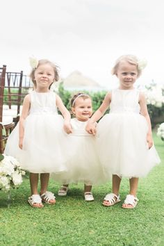Sweet flower girls: http://www.stylemepretty.com/destination-weddings/hawaii-weddings/2016/04/27/trust-us-youve-never-seen-a-backyard-wedding-like-this-hint-hawaii/ | Photography: Rebecca Arthurs - http://rebecca-arthurs.com/