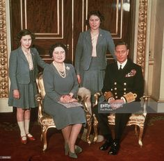 The Royal family at Buckingham Palace. L-R: Princess Margaret , Queen Elizabeth, Princess Elizabeth and King George VI. Get premium, high resolution news photos at Getty Images King George Brother, George Vi, Princess Anne, Princess Margaret, Princess Charlotte, Margaret Rose, Royal Family Portrait, Family Portraits, Princesa Elizabeth