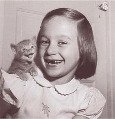 43 Vintage Photographs That Prove Cats Are A Girl's Best Friend (ps, most of these cats look pissed off, except this guy and his bff, they love each other) cracks me up! Crazy Cat Lady, Crazy Cats, Funny Animals, Cute Animals, Animals Amazing, Funny Cats, Crazy Animals, Strange Animals, Funny Jokes