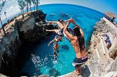 Clif Diving at Rick's Cafe - Ocho Rios, Jamaica Yes patrons can try it to, but I'm sure they are allowed to go this high up. Red Bull, Negril Jamaica, Montego Bay, Parkour, Sequence Photography, Sport Photography, Motion Photography, Time Lapse Photo, Cliff Diving