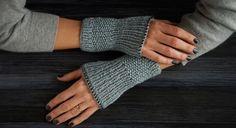 Accessible à toutes, ces mitaines toutes simples tiendront bien au chaud vos petites mains tout en étant tendance. La technique est basique, il suffit de savoir tricoter les mailles à ...