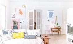 17 Awesome Ways To Recreate Monica's Apartment Home Living Room, Living Room Decor, Living Spaces, Monicas Apartment, Colourful Living Room, Fashion Room, House Colors, Interior Design, Home Decor