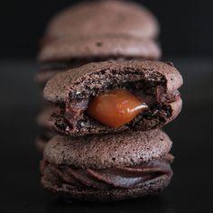 haselnuss makronen mit salzkaramell und espressoganache füllung / hazelnut macarons with salted caramel and espresso ganache filling
