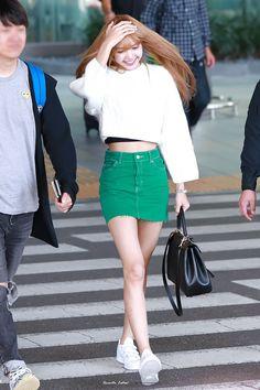 Lisa Blackpink at airport Fashion airport Lisa Lalisa Manoban [lalalalisa_m] Blackpink Outfits, Korean Outfits, Fashion Outfits, Korean Ootd, Blackpink Airport Fashion, Airport Style, Blackpink Fashion, Korean Fashion, Womens Fashion