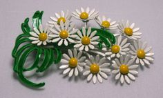 Vintage Daisy BroochFree Shipping by bassamundovintage on Etsy, $10.00