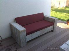 Bauholz Lounge-Sofa Balingen ist ein bequemes und robustes Lounge-Sofa. Durch seinen niedrigen und tiefen Sitz  ist das Sofa sehr bequem.