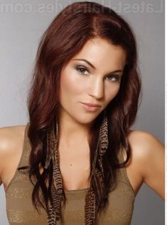 50 Red Hair Color Ideas in From ginger to gem tones, red is dependably a striking decision. And keeping in mind that it may be a major change, a few specialists anticipate we'll. Hair Color For Warm Skin Tones, Magenta Hair Colors, Red Hair Color, Red Color, Beach Wave Hair, Copper Hair, Rose Gold Hair, Trending Hairstyles, Hair Highlights