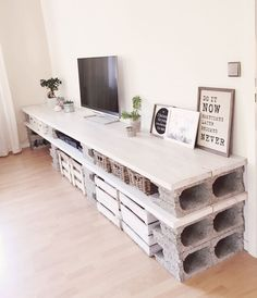 DIY wall unit for TV Home Decor - Home Decor on a budget - Home Decor apartment - Home Decor ideas - Diy Furniture Easy, Pallet Furniture, Home Furniture, Furniture Ideas, Furniture Online, Antique Furniture, Cinder Block Furniture, Modern Furniture, Funny Furniture
