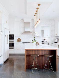 Cool 50 Stunning Luxury White Kitchen Design Ideas. More at https://50homedesign.com/2018/03/14/50-stunning-luxury-white-kitchen-design-ideas/