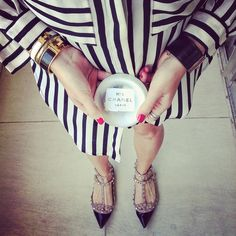 Loving the oversized shirt and such beautiful shoes! Valentino Rockstud Flats, Arm Party, Chanel Paris, Oversized Shirt, Stella Mccartney Elyse, Beautiful Shoes, Style Me, Fashion Beauty, Stripes