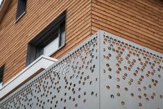 Heimische Lärche Natur Spezialgeländer #neubau #hausbau #eigenheim  #holzarchitektur #architektur #planung #schreiner #handwerk #woodworker #woodworking #wood #carpenter #toggenburg #holzmanufaktur #blumerschreinerei