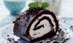 Chocolate Roulade, Danish Food, Muffin, Dessert Recipes, Sweets, Breakfast, Roulade Recipe, Danish Recipes, Sweet Stuff