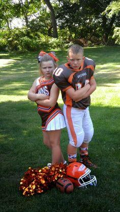 Sibling Football Cheer Cheerleading Poses, Cheer Poses, Cheerleading Pictures, Cheer Pictures, Sports Pictures, Senior Pictures, Football Couples, Football Poses, Football Cheerleaders
