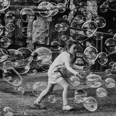 bubbles -- buffalo divine eden № 7 Photo Black, Black White Photos, Black And White, Creepy Animals, Sky Full Of Stars, Never Grow Up, Edgar Allan Poe, Belle Photo, Art Pictures