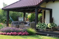 52 Fresh Front Yard and Backyard Landscaping Ideas for 2019 If you're anything like us, you recognize that it's notjust the in that counts – when it concerns residences, that is! Emphasizing your house with. Backyard Garden Design, Yard Design, Terrace Garden, Backyard Patio, Small Gardens, Outdoor Gardens, Organic Gardening Magazine, Cheap Pergola, Front Yard Landscaping