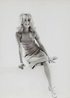 Catherine Deneuve, 70s Fashion, Vintage Fashion, Sharon Tate, French Actress, Photo B, Cute Photos, Singer, Actresses
