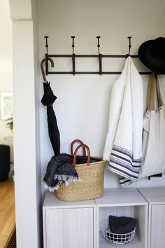 small entryway stora