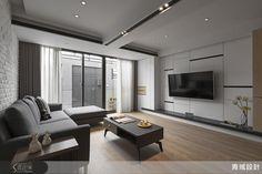 設計師將兩夫妻的老屋陰井的鐵皮換為玻璃採光罩,徹底嶄露單面採光優勢!