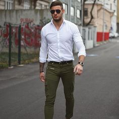 Designer Suits For Men, Designer Clothes For Men, Stylish Mens Outfits, Casual Outfits, Moda Formal, Green Chinos, Man Dressing Style, Mens Fashion Week, Men's Fashion
