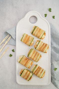 On a Healthy Adventure - Courgetterolletjes met haloumi - On a Healthy Adventure Zucchini, Starters, Finger Foods, Tapas, Healthy Snacks, Nom Nom, Avocado, Veggies, Cooking Recipes