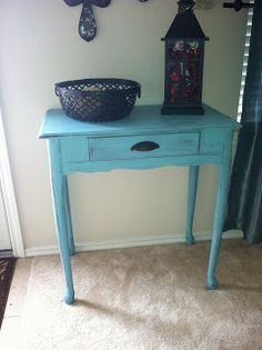 COM: DIY: Distressed Accent Table