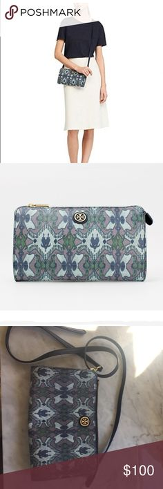 Tory Burch Kerrington Wallet Crossbody Hardly ever used Tory Burch Kerrington crossbody. I've only used this crossbody 2-3 times. It is such a cute bag with an adorable print. Original price 195 Tory Burch Bags Crossbody Bags