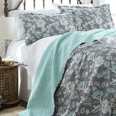 Features:  -Set includes quilt and 2 shams.  -Material quilt: 100% Cotton covers and polyester/cotton fill.  Product Type: -Quilt/Coverlet set.  Style (Old): -Traditional.  Color: -Gray /Turquoise/ Iv