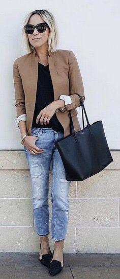 Jeans, black top, camel blazer, black bag, black flats ☑️