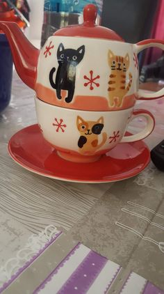 Tea pot cats