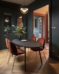 Un palazzio à Lyon Un mélange de couleurs et de matières pour cette salle à manger  #livingroom #decoration #design