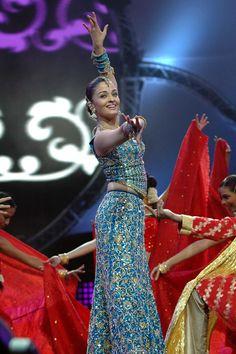 Aishwarya performing at IIFA