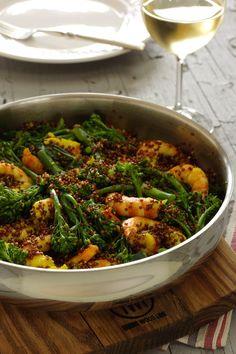 Cinco Quartos de Laranja: Camarão salteado com quinoa vermelha e brócolos