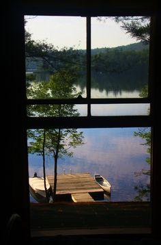 Viewing Kezar Lake thru de cabins window in Maine_ USA