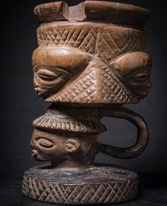 Nice old wooden ritual cup - PENDE - Ex Belgian Congo half of the century - very good condition Materials: Wood. Size : 12 x 7 x Origin : Private Belgian collection Belgian Congo, African Furniture, Tribal Art, Primitives, African Art, Statues, Bowls, Cups, Masks