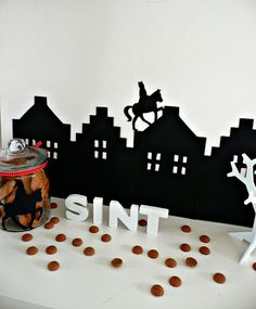 Sinterklaas silhouet van @Sweet Table Shop Food Crafts, Diy Crafts, Diy For Kids, Crafts For Kids, Saint Nicholas, Favorite Holiday, Birthday Celebration, Special Day, Party Themes