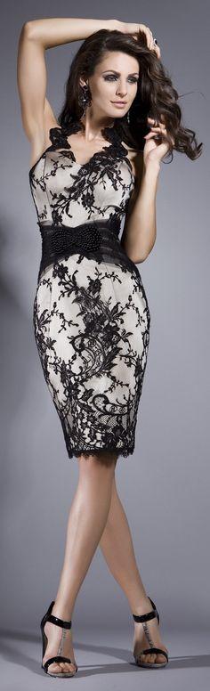 Vestido de encaje negro con falda lápiz perfecto para una boda de dia!!