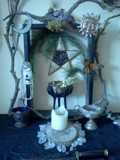 Lovely Pagan altar with an indoor/outdoor flavor. Tarot, Wiccan Altar, Witch Cottage, Home Altar, Pagan Witch, Practical Magic, Book Of Shadows, Witchcraft, Decoration