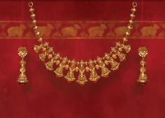 Tanishq's Diwali offering, Shubham, is a range of stunning gold jewellery with intricate designs inspired by Indian temples. Explore the collection Kids Gold Jewellery, 24k Gold Jewelry, Gold Jewelry Simple, Gold Jewellery Design, Temple Jewellery, Resin Jewellery, Silver Earrings, Coral Jewelry, Gold Necklaces
