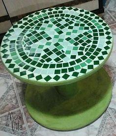 Carretel decorado com mosaico