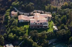 Justin Timberlake (Hollywood Hills) - has a giant wall around his giant house. Notice tennis court bottom right! Celebrity Mansions, Celebrity Houses, Hollywood Homes, Rich Home, Million Dollar Homes, Los Angeles Homes, Justin Timberlake, Humble Abode, Custom Homes