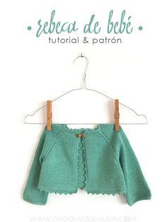 Rebeca de #bebé de #punto. Baby knitted cardigan. Free pattern. http://www.creativaatelier.com/como-hacer-rebeca-de-bebe-punto-diy/