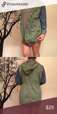 LA hearts Military jacket drawstrings around the waist and bottom make this the perfect utility jacket. the denim sleeves paired with green khaki make for a casual fun look! perfect for any rainy or windy fall day! only worn once or twice LA Hearts Jackets & Coats Utility Jackets
